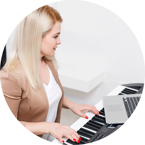 Lady learning piano online