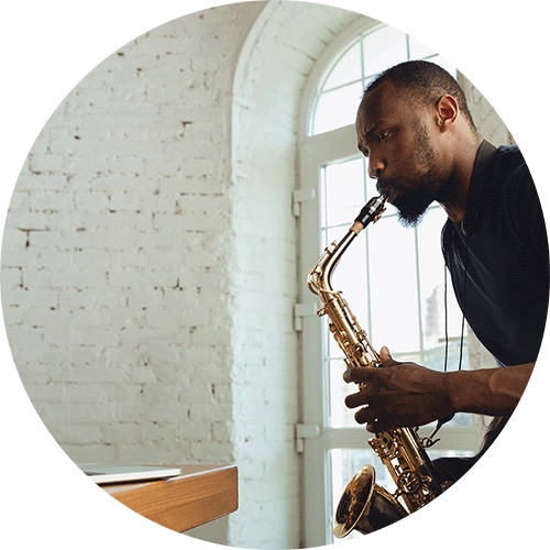 Saxophonist learning sax online