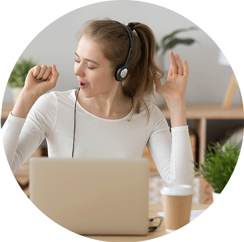 Singer taking a lesson online